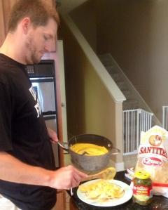 Scott VOLUNTARILY makes vegan nachos!